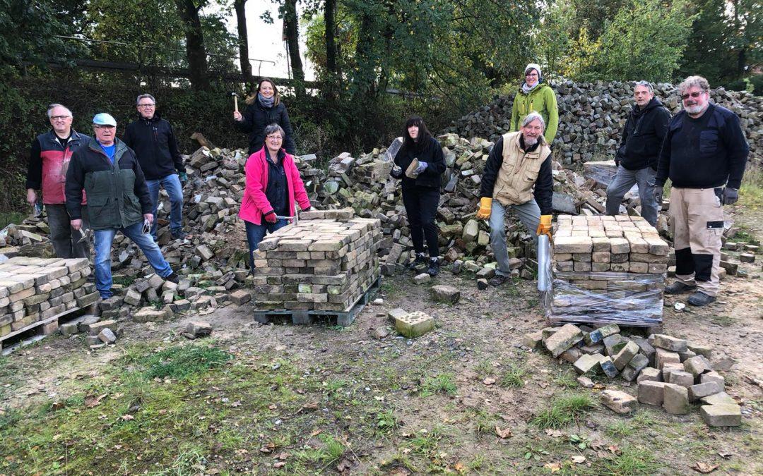 Roter Samstag: SPD hilft der AWO beim Stein-Recycling