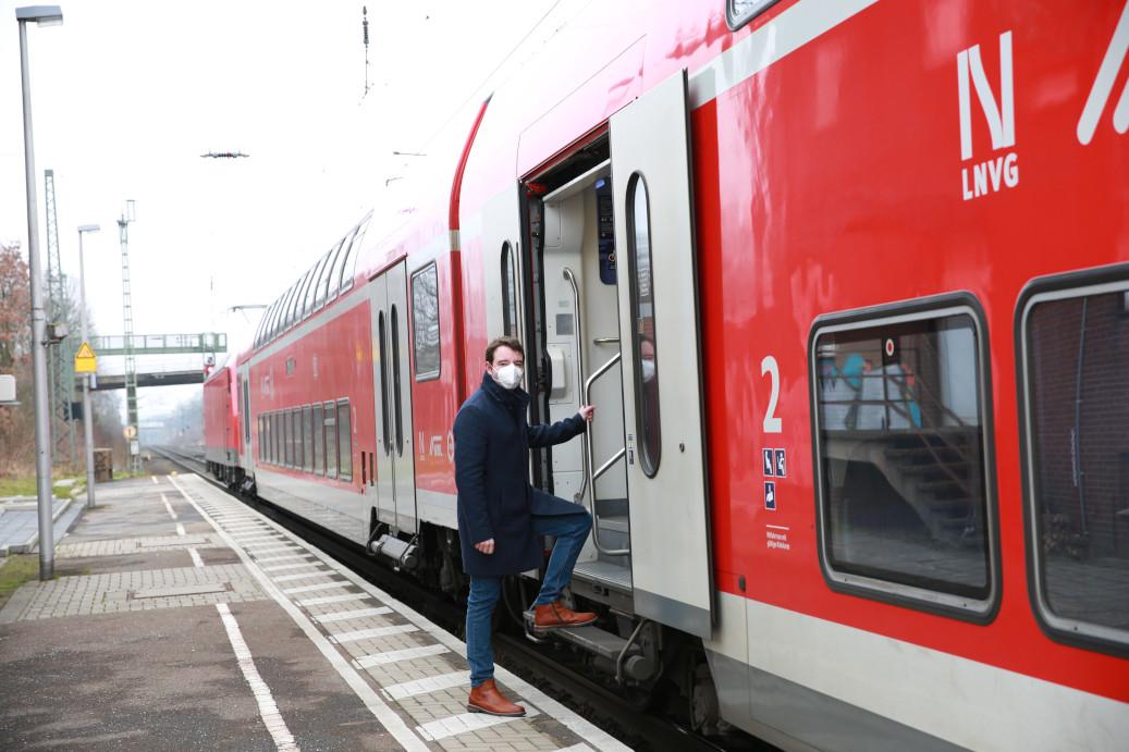 Adrian Schäfer am Hasberber Bahnhof