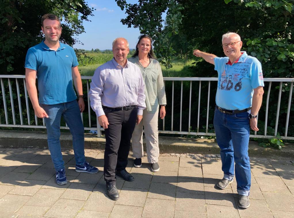V. l.: Bürgermeisterkandidat Adrian Schäfer, Michael Huth, Doris Kräutner und Horst Hoffmann